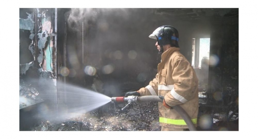 Неисправная проводка: пожар произошел в жилом доме в Сухуме