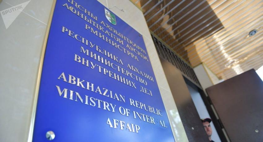 Митинг и задержание: Дбар прокомментировал ситуацию у здания МВД Абхазии
