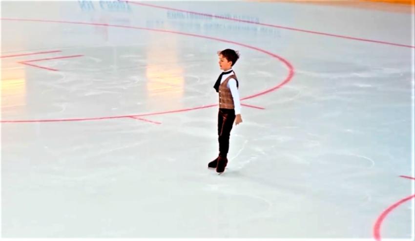 Захар Кяхба занял первое место на квалификационных соревнованиях по фигурному катанию в Сочи