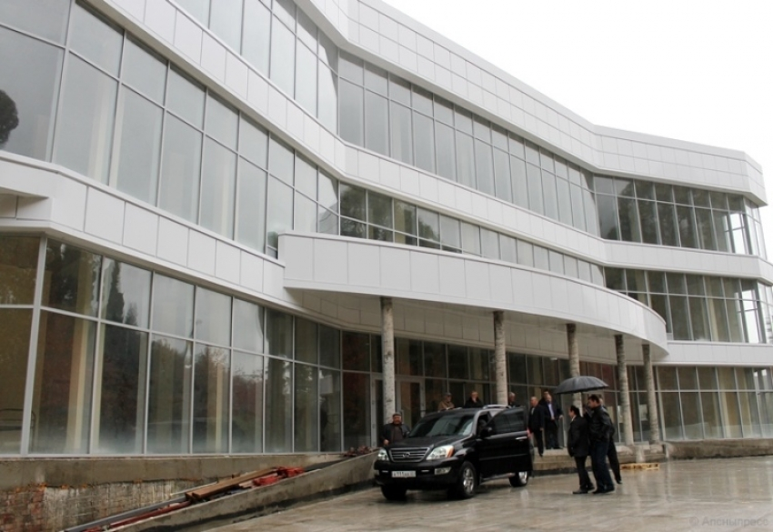 Президент Абхазии проинспектировал ряд строящихся объектов Гагры