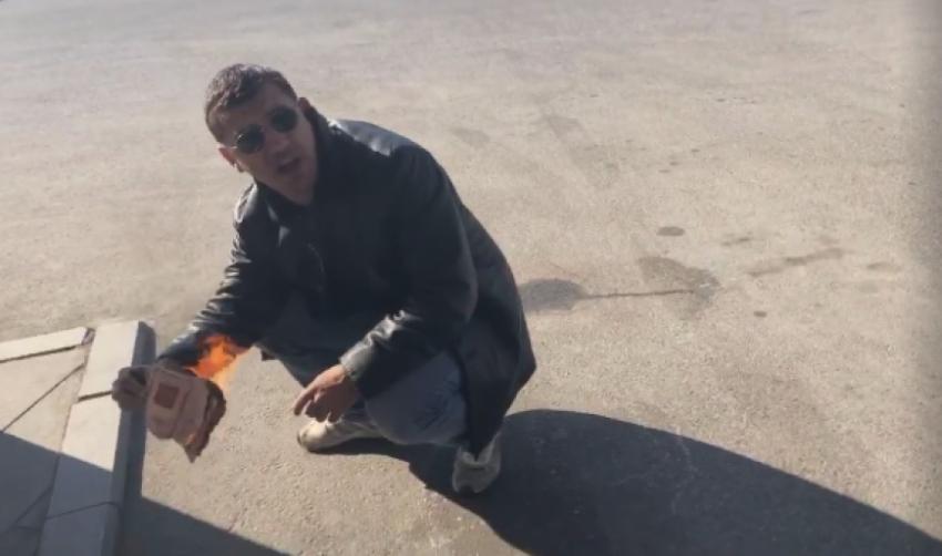 Посольство России в Абхазии прокомментировало инцидент с сожжением российского паспорта гражданином Абхазии