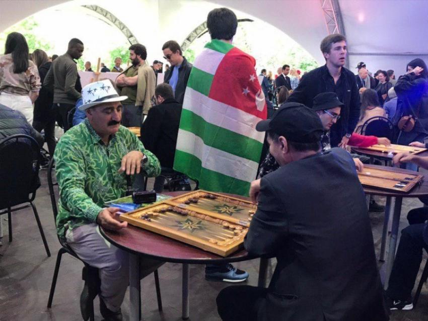 Кухня, нарды и свадьба: фестиваль «Апсны» прошел в Москве