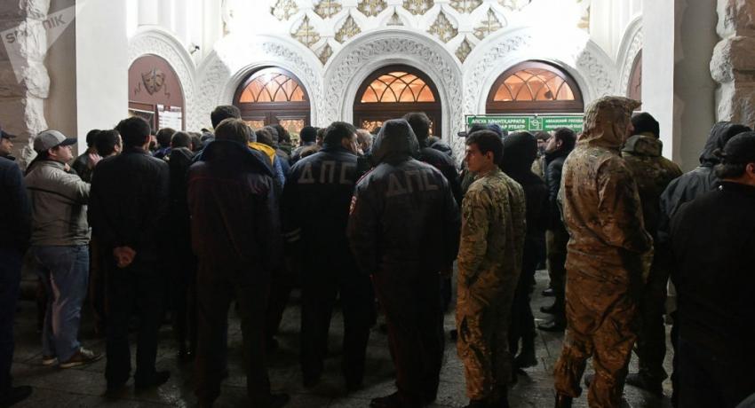 Битва за сцену: что происходило на акции протеста у Абхазского драмтеатра