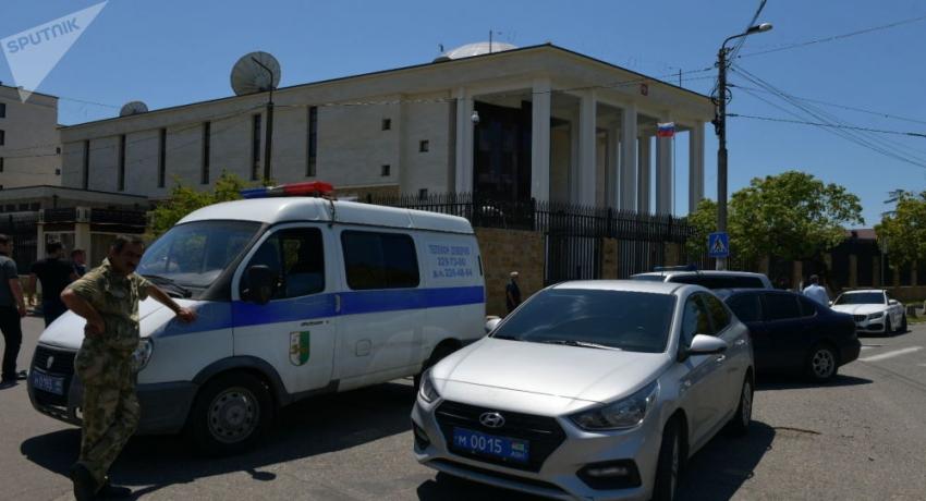 Информация о бомбе у посольства России в Сухуме оказалась ложной