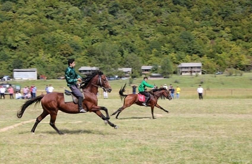 Международный турнир по конному спорту «Кубок Президента Республики Абхазия» стартовал на Бзыпском ипподроме