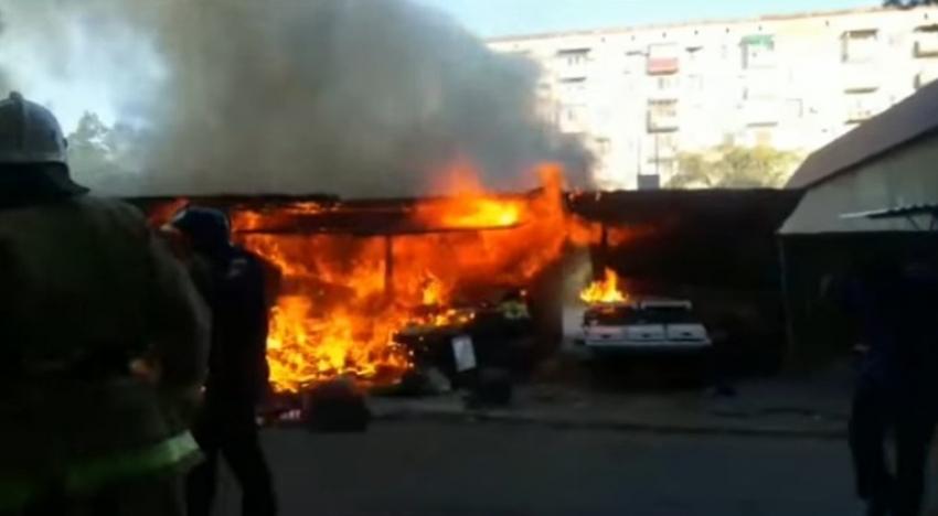 В Сухуме в районе турбазы сегодня утром загорелся торговый ларек