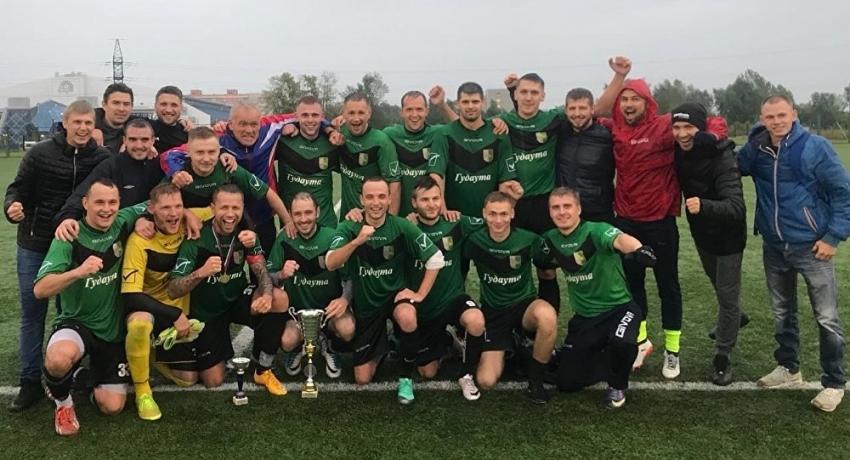 """Футболисты """"Гудауты"""" из Новосибирска выиграли чемпионат города"""