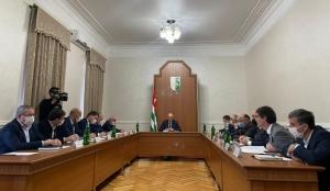 Президент Абхазии поручил главам администраций составить т. н. паспорта регионов
