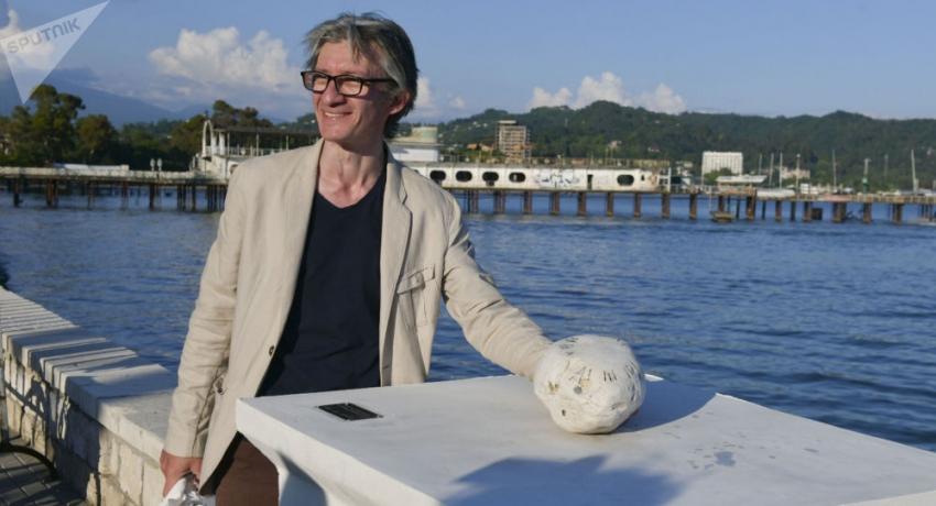 Скульптура, посвященная Осипу Мандельштаму, появилась на набережной Сухума