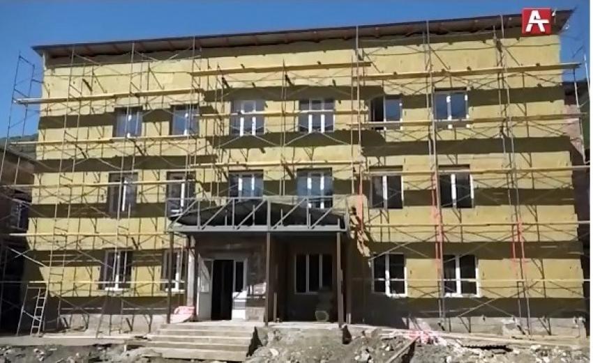 Премьер-министр Валерий Бганба проинспектировал ход строительных работ в Очамчыре и Ткуарчале